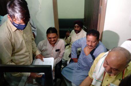 राजीव भवन में कृषि मंत्री रवीन्द्र चौबे ने लोगों की समस्यायें सुनी